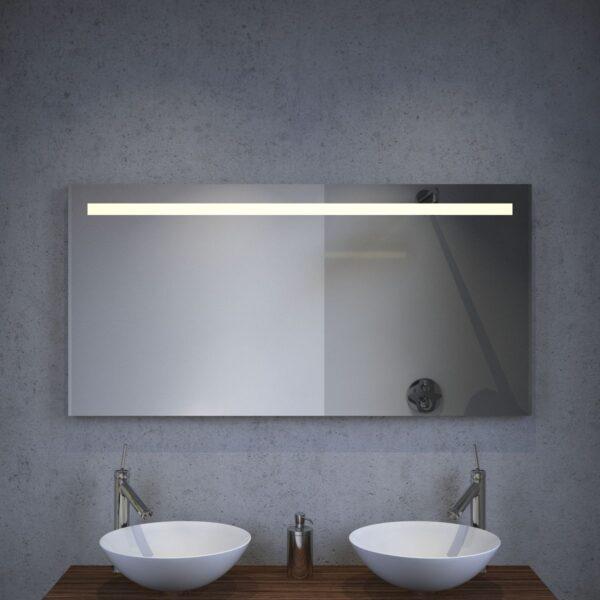 Badeværelsesspejl med LED-belysning, spejlvarme og sensorkontakt med praktisk dæmpningsfunktion
