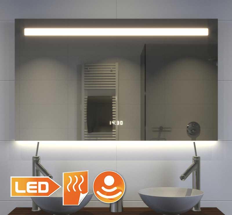 Anstændigt badeværelse spejl med mange muligheder og smukke stemningsbelysning i bunden