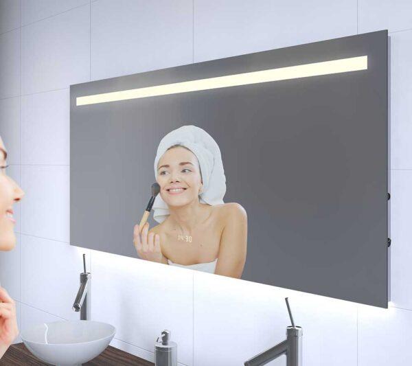 Dette badeværelse spejl er 140 cm bredt, 60 cm højt og kun 3 cm dybt