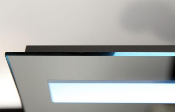 Lysstangen er 2,5 cm bred og er udstyret med hi-power LED-belysning