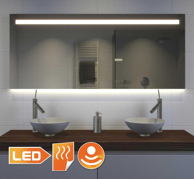Dette smukke badeværelse spejl er 140 cm bredt, 70 cm højt og kun 3 cm dybt
