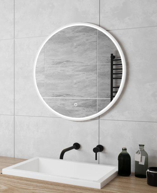 Spejl med LED lys, varme og dæmpningsfunktion til lyset.
